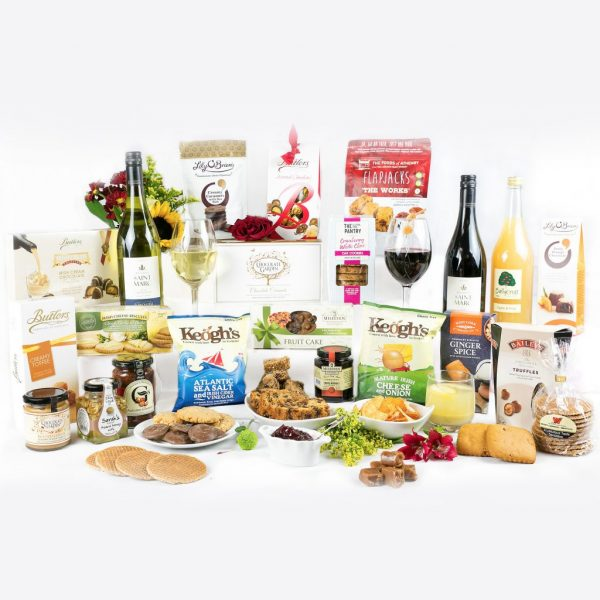 Erins Classic Hamper (Large) with Red & White Wine, Chocolate, Cake, Biscuits, Crackers, Chutney & Preserves